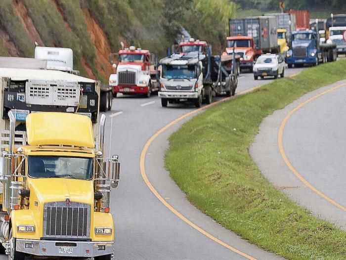 Venció el plazo para que los vehículos de carga instalen las cintas retrorreflectivas