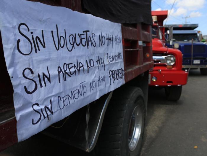 Caos en varios puntos de Bogotá por protestas de transportadores